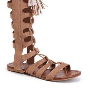 JustFab Shoes - NWT Sz 9 JustFab Nude/Tan Gladiator Flat Sandals